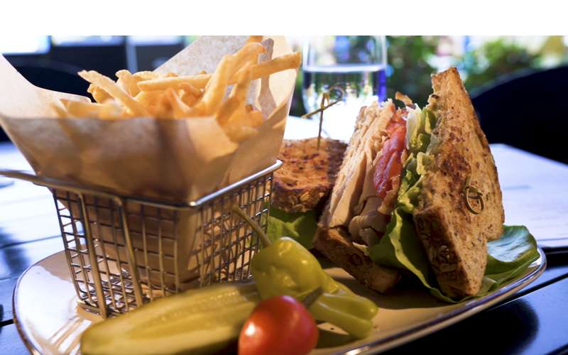 sandwich and french fries basket