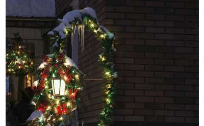 christmas lights on a lamp post