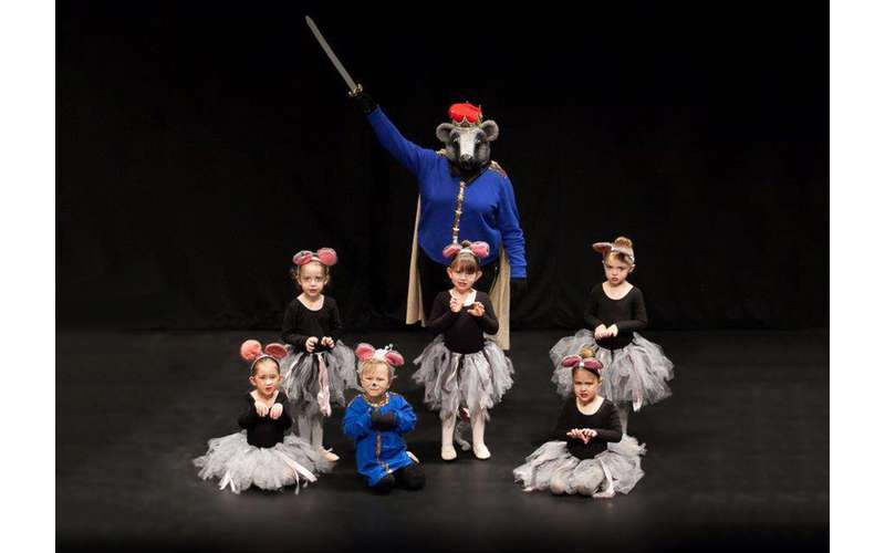 six ballet dancers