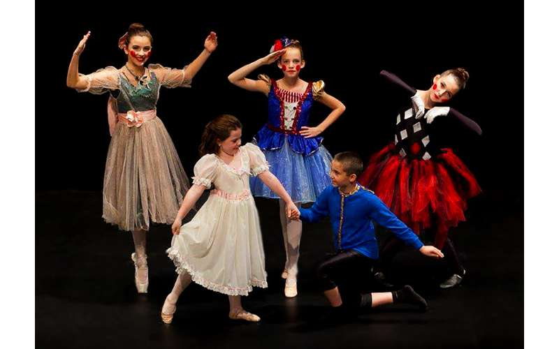 five ballet dancers