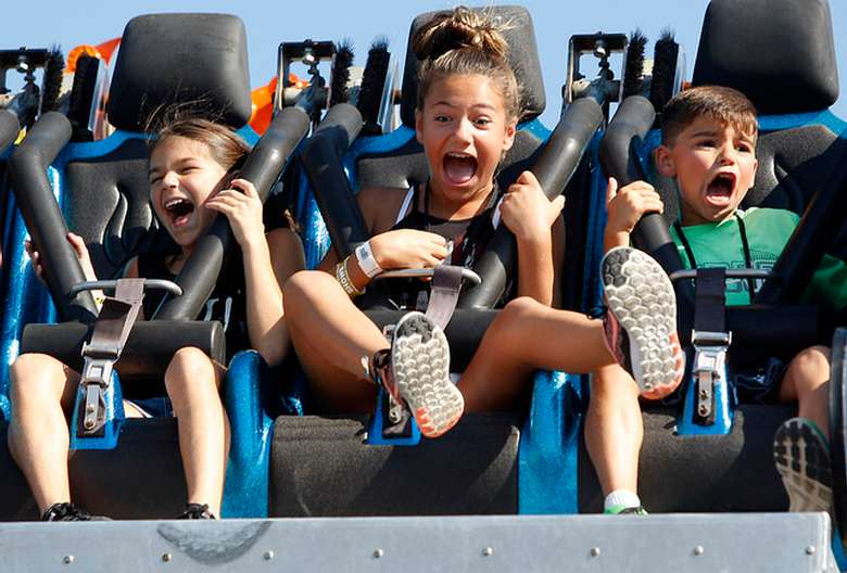 kids screaming on fair ride