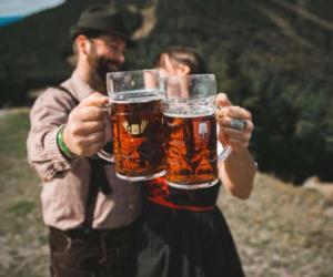 couple cheersing beers