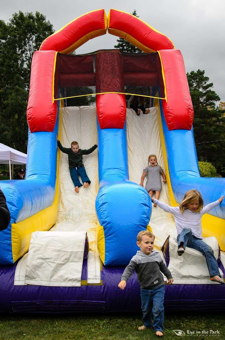 kids in bounce house slide