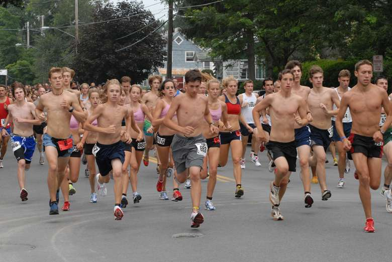 runners on a road