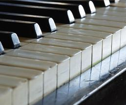 piano keys close up photo