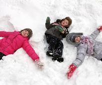 kids making snow angels