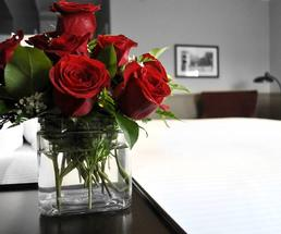 red roses by hotel bed