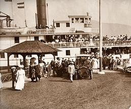 crowd near the Sagamore steamboat
