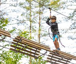 kid on a ropes course