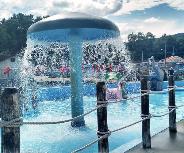 Great Escape Water Splash Feature for Kids