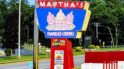 martha's dandee creme sign