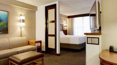 king bedroom suite at Hyatt Place in Saratoga / Malta