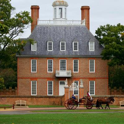 horsedrawn carriage at colonial williamsburg